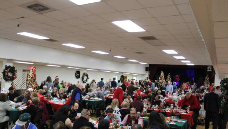 Arcadia Elks hosts Christmas Tree Lane